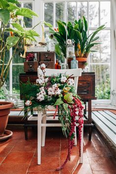 Botanical bouquet for a greenhouse wedding | Amy Lewin Photography | see more on: http://burnettsboards.com/2015/01/botanical-beauty-greenhouse-wedding-editorial/
