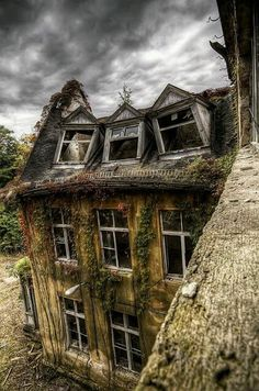 Abandoned building with collapsing windows. Old Buildings, Abandoned Buildings, Abandoned Places, Beautiful Ruins, Beautiful Homes, Beautiful Places, Abandoned Property, Abandoned Mansions, Spooky Places