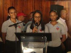Alcalde de SDO entrega certificados a jóvenes bachilleres por labor social