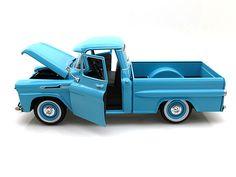 MotorMax 1958 Chevy Apache Fleetside Pickup 1/24 Light Blue