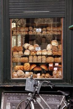 Window display: maybe use fakes to constantly show bakery items (for us not bread).
