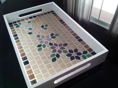 Bandeja com Mosaico! Mosaic Tile Designs, Mosaic Patterns, Mosaic Tiles, Mosaic Crafts, Mosaic Projects, Mosaic Tray, Mosaic Garden Art, Faux Stained Glass, Cozy Corner
