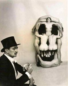 """Nude women posed by Dali forming a skull entitled """"In Voluptas Mors"""" –photograph by Philippe Halsman (in collaboration with Salvador D. the pleasure of death or voluptuous death Salvador Dali, Alberto Giacometti, Figueras, Philippe Halsman, Portraits, Foto Art, Magritte, Art Moderne, Surreal Art"""