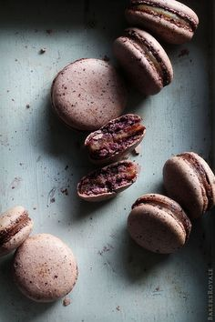 Blueberry Macaron w Pear & Earl Grey Filling