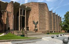 The New Coventry Cathedral 2004