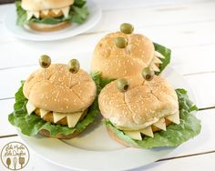 These Chicken Sandwich Monsters are a super clever and very easy Halloween dinner idea Halloween Treats To Make, Halloween Dinner, Halloween Food For Party, Easy Halloween, Family Halloween, Easy Dinner Recipes, Appetizer Recipes, Holiday Recipes, Dinner Ideas