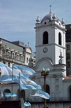 Photos of Buenos Aires in Welcome Argentina, images to enjoy and visit the area. Argentina South America, Visit Argentina, Argentina Travel, South America Travel, Argentine Buenos Aires, Photography Tours, Largest Countries, Kirchen, Best Cities
