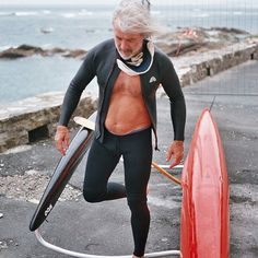 François à Guétha♥ [ Cetus Biarritz Neoprene Collection : Wethunter zipper top et Wetpant Surf legging available here www.cetusbiarritz.com ] #costumemouillé #wetsuit #neoprene #neoprenepant #limestoneneoprene #surfpant #surflegging #neoprenetop #springsuit #yamamotoneoprene #highquality #guethary #pirogue #canoe #paysbasque #france #argentique #surfmen