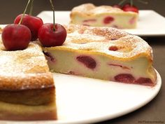 Clafoutis de cerezas This is a typical French cake (I love French pastries! Cherry Clafoutis, French Cake, Japanese Sweets, French Pastries, Original Recipe, Let Them Eat Cake, No Cook Meals, No Bake Cake, Sweet Recipes