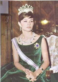 Imperial Jewels of Iran - The Seven Emerald Tiara Made in 1958 by Harry Winston for Empress Farah Diba Pahlavi of Iran; for the occasion of her 1958 marriage to Shah Mohammad Reza Pahlavi, farah diba jewels Farah Diba, Royal Crowns, Royal Tiaras, Tiaras And Crowns, Kings & Queens, Pahlavi Dynasty, Royal Jewelry, Crown Jewels, Royal Fashion