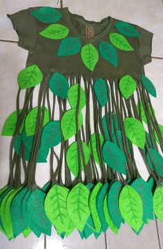 Tree Costume, Flower Costume, Christmas Costumes, Halloween Costumes, Costume Fleur, Frozen Musical, Fancy Dress Competition, Art For Kids, Crafts For Kids