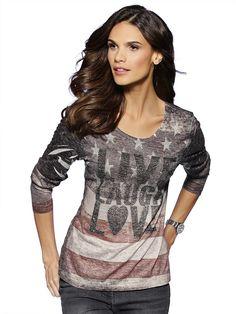 Shirt im exklusiven allover Druck und im Vorderteil mit silberfarbenem Nietenbesatz. Figurbetonte Form, Länge in Gr. M (38) ca. 64 cm. 67% Polyester, 33% Viskose, waschbar....