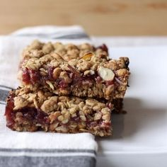 Result of Always Butter Almond Lingonberry Cereal Bars Recipes – EasyFood Snickers Almond, Carob Chocolate, Cinnamon Cereal, Butter Sugar Cookies, Toffee Bars, Butter Ingredients, Breakfast Bites, Breakfast Club, Breakfast Recipes
