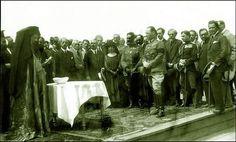 29 Απριλίου 1923. Ο Βασιλιάς Γεώργιος, ο αρχηγός της Επανάστασης Νικόλαος Πλαστήρας, το Υπουργικό Συμβούλιο και η Ιερά Σύνοδος εγκαινιάζουν τον συνοικισμό Παγκρατίου ( τον επόμενο χρόνο μετονομάσθηκε σε Συνοικισμό Βύρωνος). Painting, Painting Art, Paintings, Painted Canvas, Drawings