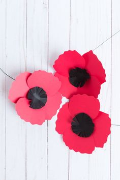 How to Make Easy Paper Poppies - Design Improvised Kids Origami, Paper Crafts Origami, How To Make Paper Flowers, Large Paper Flowers, Poppy Template, Anzac Poppy, Poppy Flower Painting, Poppy Wreath, Remembrance Day Poppy