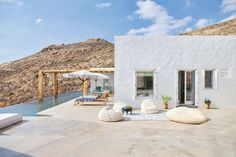 Tour+a+Jaw-Dropping+Home+in+the+Greek+Isles+via+@MyDomaine