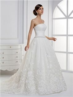 Noble A-line Strapless Applique Floor-length Chapel Train Wedding Dress