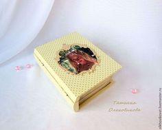 Presentes artesanais registrados.  O livro-caixa 'Pritsessa em goroshine`, decoupage.  Tatiana Olkhovikova.  Mestres justos.