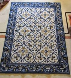 Resultado de imagem para tapetes bordados arraiolos