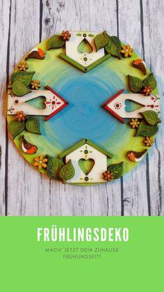 Kennt ihr schon unsere Holzknöpfe? 😍 Daraus lassen sich super Dekorationen für jede Jahreszeiten basteln 🤗 In unserem Blog erfahrt ihr wie ihr ganz einfach Türschilder und Mandalas daraus zaubern könnt! Super, Creative, Cookies, Desserts, Blog, Mandalas, Creative Products, Wooden Figurines, Natural Materials