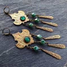 Shéhérazade - Mille et une nuits de jade. Boucles d'oreille chandeliers Arabesques, Bronze antique
