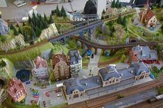 Jayson's 3' X 5' Outstanding N Scale Model Train Layout N Scale Train Layout, N Scale Layouts, N Scale Model Trains, Model Train Layouts, Scale Models, Helix Models, N Scale Buildings, Model Railway Track Plans, Garden Railroad