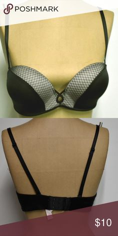 643a6314f8ef6 Womens Victorias Secret push up Bra~Size 32 C Victorias secret padded  underwire bra. It does have a lot of padding and in great condition.