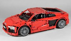 This brilliant Audi R8 V10 was uncovered by one of our Elves on Eurobricks today. Built by, er... Fanylover, it features good old fashioned mechanical Technic engineering (no Power Functions motors...