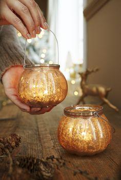 Stimmungsvolle #Dekoration in #Bauernsilber-Optik: #Teelichthalter in #gold für €6,95 bei #Tchibo