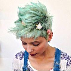 mint+green+choppy+messy+long+pixie