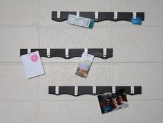 Keep notes, pictures, and other lightweight paper items organized and visible by creating these memo and picture rails using Command™ Spring clips! #greatdormhookup #collegelife