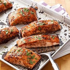 Salmon with Balsamic-Honey Glaze Lachs mit Balsamico-Honigglasur The post Lachs mit Balsamico-Honigglasur & Main Dishes appeared first on Salmon recipes . Oven Baked Salmon, Baked Salmon Recipes, Roasted Salmon, Grilled Salmon, Seafood Recipes, Fish Recipes, Paleo Recipes, Recipies, Salmon Balsamic Glaze