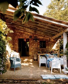 Rustic Outdoor Space by Designer's Guild in Tuscany, Italy