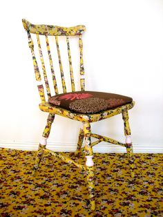 Chairs, with fabrics treated with beautiful colors and designs. Waterproof against household accidents. Prepared and protected against chafing of daily use. Shabby chic - antique - custom hand - recycling art - furniture designs - Facebook: Lenna Custom Designs Art Furniture, Furniture Design, Shabby Chic Antiques, Custom Design, Dining Chairs, Recycling, Household, Fabrics, Romantic