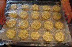 Šneci z kynutého těsta | NejRecept.cz Baked Breakfast Recipes, Breakfast Bake, Deserts, Muffin, Food And Drink, Cheese, Baking, Hampers, Top Recipes