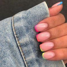 unghie rosa pastello smalto forma quadrata con french manicure arcobaleno Best Acrylic Nails, Acrylic Nail Designs, Cute Nails, Pretty Nails, Short Gel Nails, Dipped Nails, Minimalist Nails, Rainbow Nails, Dream Nails