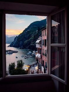 "Room With a View: The Best Hotel Views Around the World Vernazza, Italien ""Ich kam im Juli in Cinque Terre. The Places Youll Go, Places To Visit, Beautiful World, Beautiful Places, Beautiful Scenery, Natural Scenery, Beautiful Landscapes, Das Hotel, Hotel Stay"