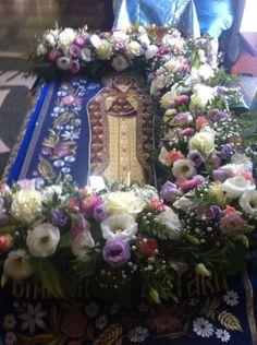 Church Flowers, Altar, Catholic, Floral Wreath, Wreaths, Decor, Floral Arrangements, Decoration, Door Wreaths
