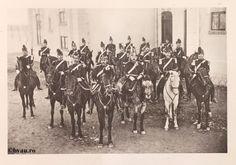 """Regimentul 5 Artilerie, 1902, Romania. Ilustrație din colecțiile Bibliotecii Județene """"V.A. Urechia"""" Galați. http://stone.bvau.ro:8282/greenstone/cgi-bin/library.cgi?e=d-01000-00---off-0fotograf--00-1----0-10-0---0---0direct-10---4-------0-1l--11-en-50---20-about---00-3-1-00-0-0-11-1-0utfZz-8-00&a=d&c=fotograf&cl=CL1.16&d=J072_697980"""