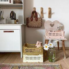 Kochen, backen, einkaufen und Co.: Kinder lieben es, den Alltag ihrer Eltern nachzuspielen.... Furniture, Home Decor, Nursery Room Ideas, Parents, Creative Ideas, Shopping, Cooking, Decoration Home, Room Decor