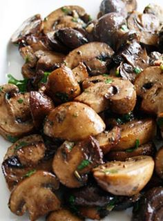 Wow I love mushrooms but this recipe, rosted mushroom medley, makes mushrooms taste even better! I am in love with this recipe because it is so simple and easy, it takes hardly any time to cook! It will be the perfect addition to my Easter dinner! | itali