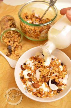 Uwielbiamy granole, 2 razy w miesiącu robię różne rodzaje, pakuję do słoików i zjadamy na śniadanie z jogurtem, mlekiem. Z granoli możecie zrobić pyszne deserki i batoniki. Mój 3 latek bard...