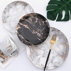 Oscar Marble Teller plate designs plate sets plate plate presentation dinner plate plate on wall photography Dinner Plate Sets, Dinner Sets, Modern Dinner Plates, Küchen Design, Home Design, Booth Design, Wooden Fruit Bowl, Halloween Plates, Marble Plates