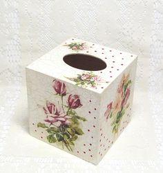 Dřevěná krabička na kapesníky Decoupage Furniture, Decoupage Box, Tissue Box Covers, Tissue Boxes, Diy And Crafts, Arts And Crafts, Painted Boxes, Everything Pink, Ikebana