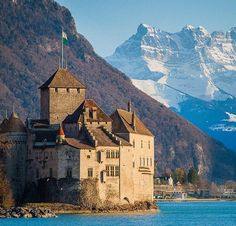 Château de Chillon, Veytaux, Montreux, Switzerland. www.castlesandmanorhouses.com The Château de Chillon (Chillon Castle) is an island castle located on the shore of Lake Geneva in the commune of Veytaux, at the eastern end of the lake, 3 km from...