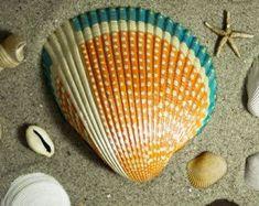 Hand Painted Seashell by ArtworkByTj on Etsy Seashell Painting, Seashell Art, Seashell Crafts, Beach Crafts, Dot Painting, Diy Arts And Crafts, Fun Crafts, Sisal, Painted Rocks