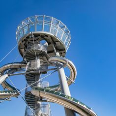 Belgian artist Carsten Höller has created one of his massive slide towers at a shopping mall north of Miami, where visitors can race each other down its pair of tunnels.