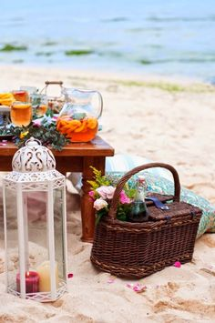Squeeze in a picnic before summer ends! Image via Snelson Snelson Marshall. Beach Picnic, Summer Picnic, Beach Party, Grilled Vegetable Sandwich, British Colonial Style, Al Fresco Dining, Coastal Style, Love And Marriage, Goat Cheese