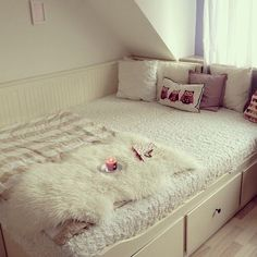 The white comforter is a definent