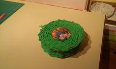 Korb mit Deckel aus Papierröllchen Desserts, Basket, Repurpose, Tailgate Desserts, Deserts, Postres, Dessert, Plated Desserts